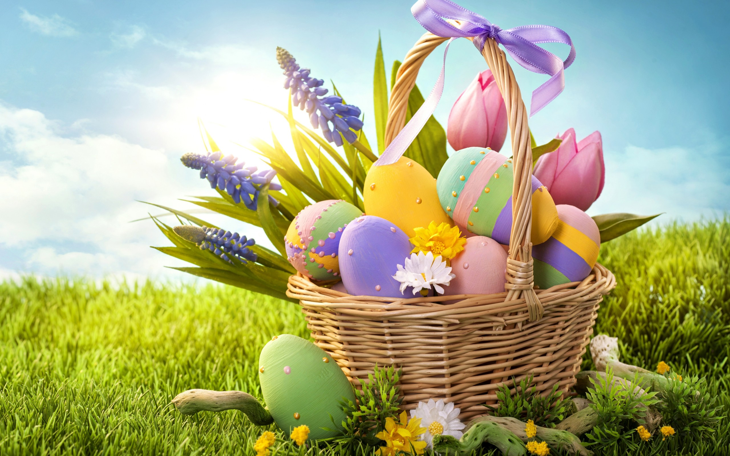 easter_eggs_basket_and_grass-wide